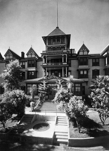 The Loma Linda Sanitarium housed 25 patients within the first two months of operation.